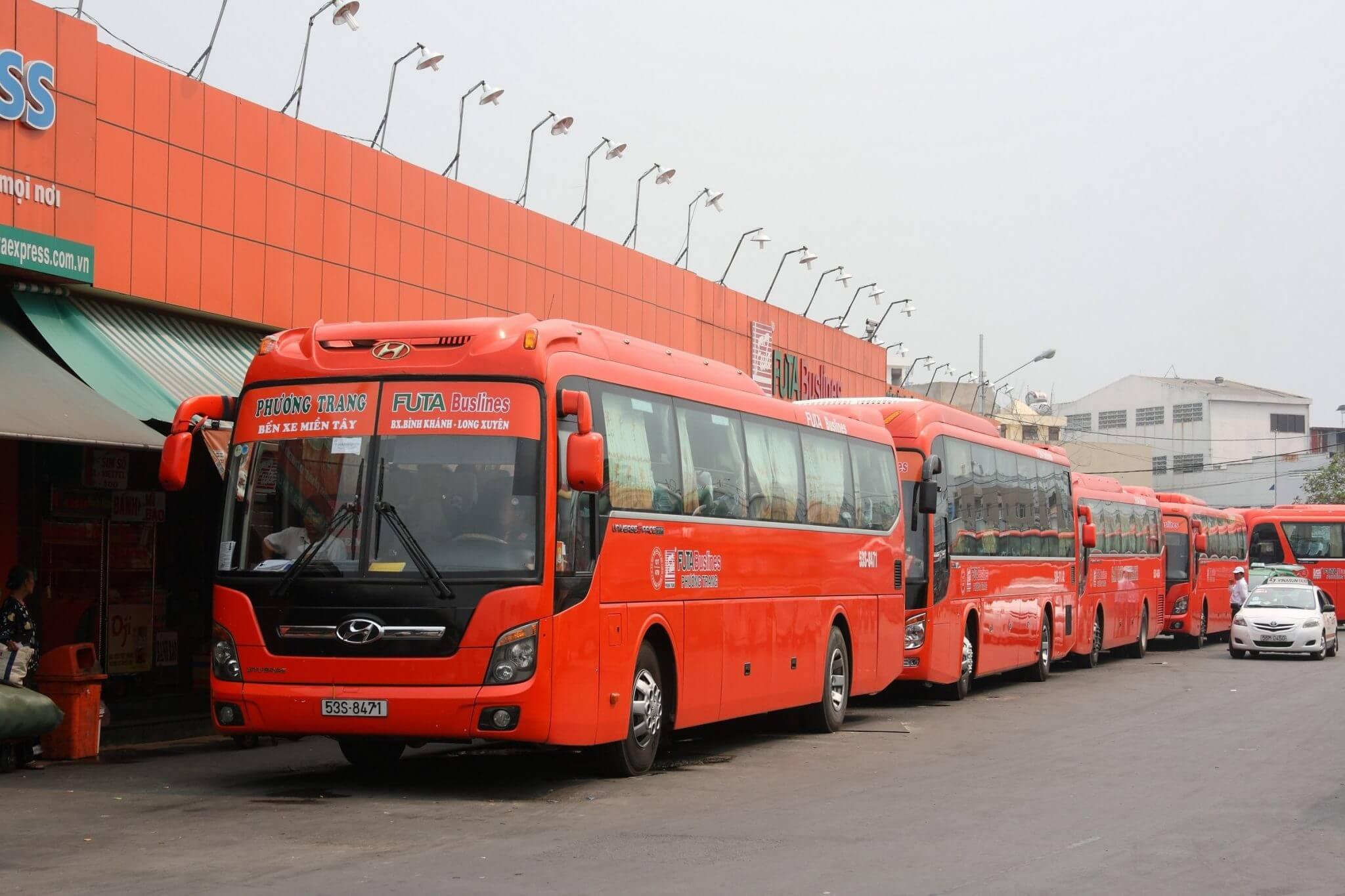 Từ Sài Gòn bạn có thể lựa chọn xe khách Phương Trang hay Thành Bưởi để đến Đà Lạt (nguồn: Datphongdalat.vn)