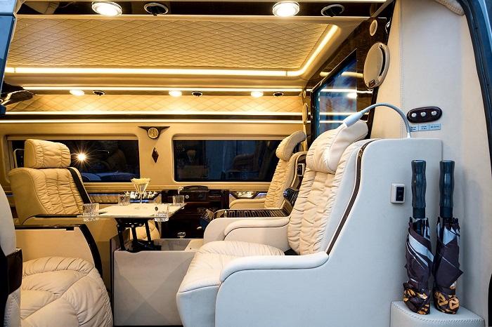 Xe Limousine trang bị nội thất hiện đại