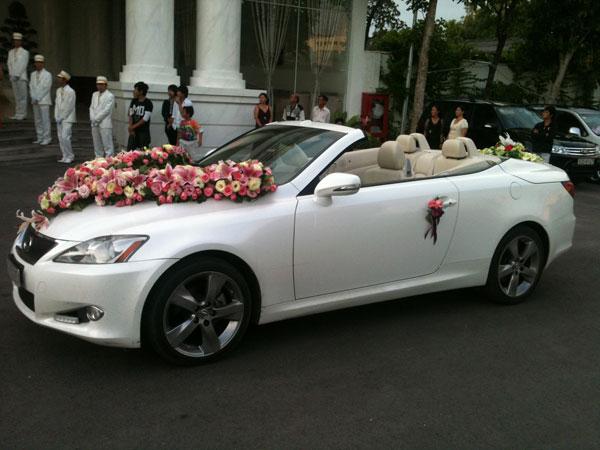 Những yếu tố sẽ ảnh hưởng đến giá thuê xe cưới mui trần