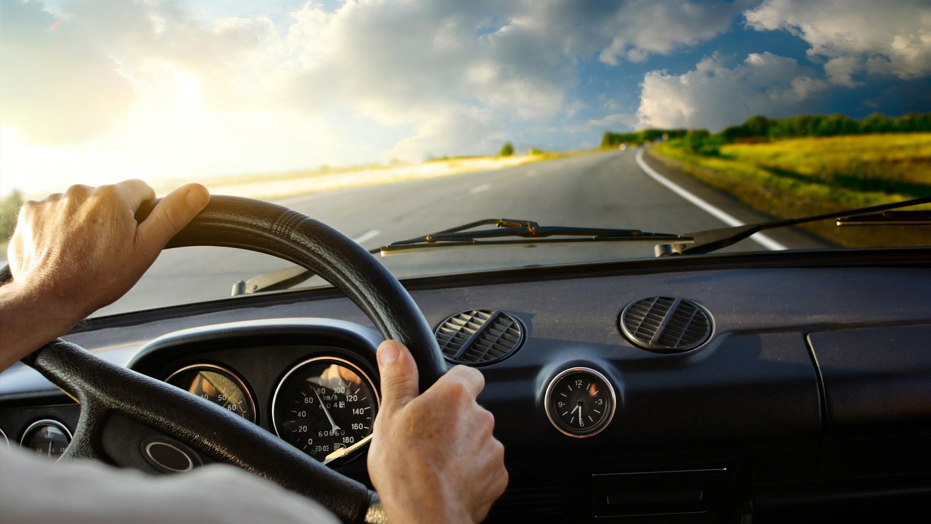 Vì sao dịch vụ thuê xe ô tô có tài xế lại được ưa chuộng?