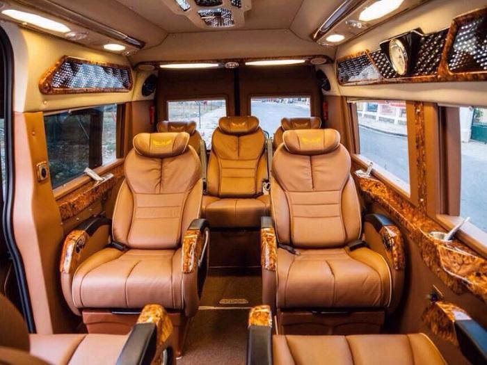 Limousine 9 chỗ được trang bị đầy đủ tiện nghi