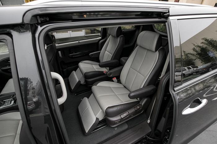 Nội thất trên xe đầy đủ tiện nghi hiện đại