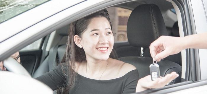 Chị em phụ nữ thuê xe ô tô tự lái ngày càng phổ biến