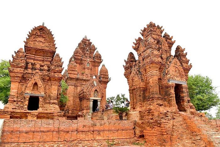Tháp Chàm Poshanư- Điểm du lịch nổi tiếng ở Bình Thuận