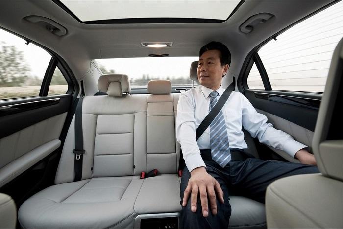 Thuê xe có tài xế, phục vụ tận tình