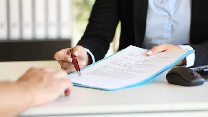 Xem kỹ hợp đồng thuê xe trước khi ký